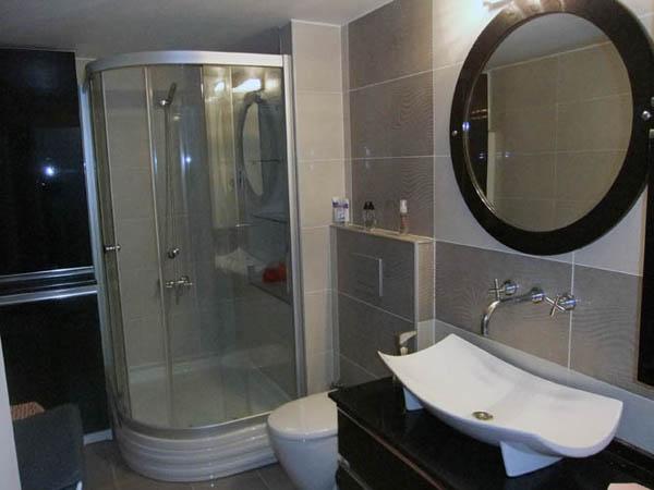 modern hilton banyolar
