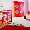 Şık tasarımlı kırmızı modoko bebek odası örnekleri