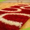 Yeni trend shaggy kırmızı halı örnekleri