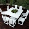 beyaz masa ve sandalye