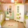 yeşil beyaz bebek odası