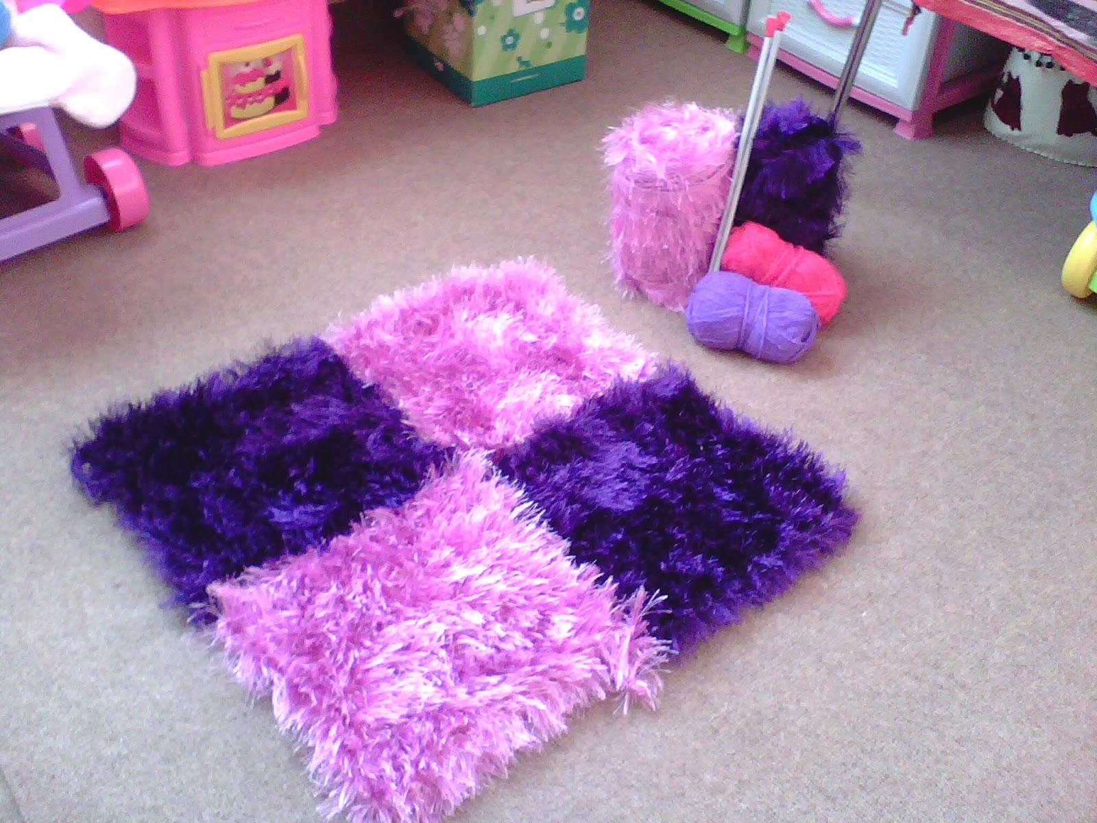 peluş kare çocuk odası halısı
