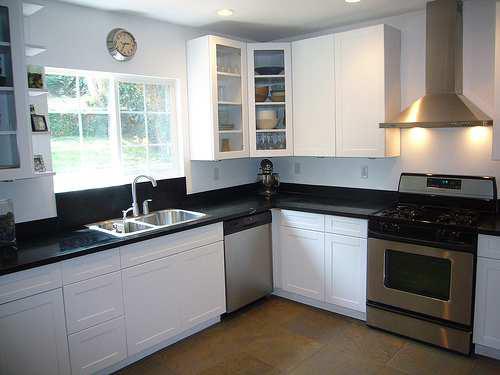 L-Shape Kitchen Design Layou with Kitchen Appliance