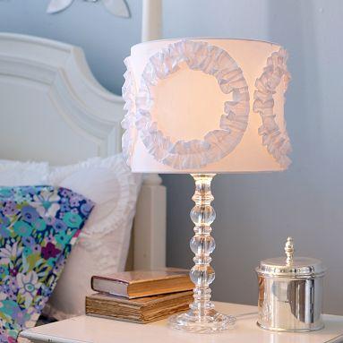 Beyaz Yatak Odası Abajur Modeli