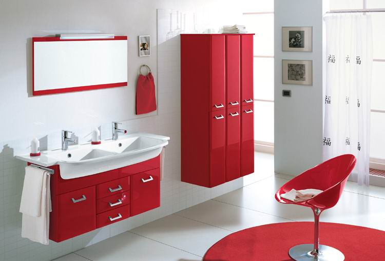 Banyoda Kırmızı ve Beyazın Uyumu