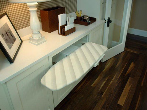 Yatak odası pratik ütü masası dizayn